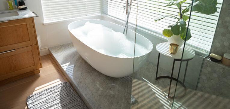 Salle de bain par une entreprise de rénovation intérieure